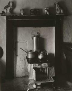 Paul Strand - Cocina, lago Eynort, South Uist, Hébridas, 1954